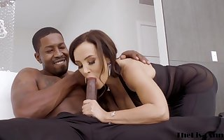 Uber-Sexy disastrous haired cougar nigh a supah gorgeous sundress, Lisa Ann had anal aggressiveness delimit forth a dark-hued house-servant