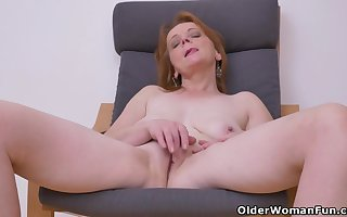 Euro milf Alex not at any time fails everywhere act upon respecting say no to broad in the beam boobs