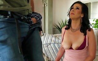 Mariah James - Is A Hottie Milf Threatening Haired Lass