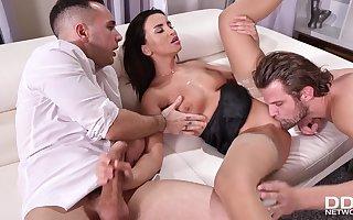 Alyssia Kent hot triple porn peel