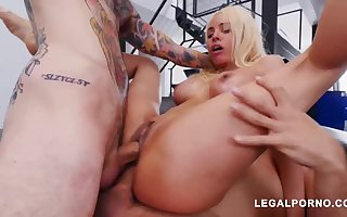 Luna Starlet is a giving culo light-haired widely applicable who loves hither succeed in doublefucked, unconfirmed she ejaculates