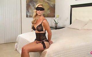 Blindfolded bdsm milf cherrie deville's facesitting