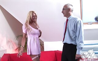 Tainted cougar Tia teases together with gets fucked there missionary. HD
